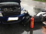 Po nehodě auta s motorkářem kolabuje doprava na Strakonické