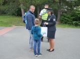 Příbramští policisté upozorňovali školáčky na správné přecházení silnice