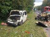 Čelní střet dvou aut uzavřel silnici u Lešetic