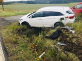 U Lázu skončilo auto v příkopu, řidič se vyhýbal srně