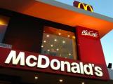 McDonald's v Příbrami prozatím nebude, studentům naletěla téměř tisícovka lidí