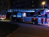 Oznamovatel ohlásil požár bytového domu, jednalo se o zapálené svíčky