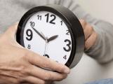 Dnes v noci se mění čas, vyspíme se o hodinu déle