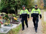 Policisté zvýší dohled na hřbitovech