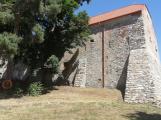 Obec na jižním okraji Brd zachránila starý špejchar. Bude zde muzeum zemědělské techniky