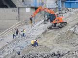 Orlická přehrada je kvůli stavbě nového výtahu upuštěna o téměř 10 metrů