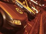 Polepil auto, pořídil si maják a sirénu. Mladík bez řidičáku ohrožuje na silnicích záchranáře