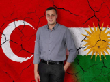 Zastupitel Pirátů v Příbrami prosadil vyvěšení kurdské vlajky
