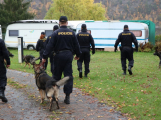 Policisté kontrolovali rekreační objekty v chatových osadách, během akce získali poznatek k podezřelé osobě