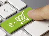 Nakupujete vánoční dárky přes internet? Pozor na podvodné e-shopy, před Vánocemi mají podvodníci žně