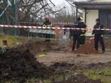 Zavalený dělník skončil v třímetrovém výkopu