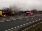 Hasiči zasahovali na Strakonické u požáru nákladního vozidla. Dálnice směrem na Příbram byla uzavřena
