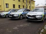 Příbramští policisté dostali nová vozidla pro prvosledové hlídky. Kromě modrých majáků mají i červené, přibyla ochrana nárazníků