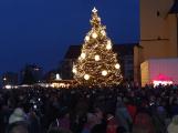 Příbramské náměstí rozzářil vánoční strom