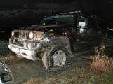 Hummer převrátil škodovku na střechu. Předběžná škoda 200 tisíc