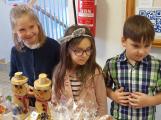 Vánoční jarmark zaplnil školu