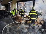Video: Včasným zásahem hasiči uchránili rodinný dům před jistou zkázou