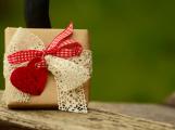 I malý dárek potěší. Vkusně zabalený pak radost ještě znásobí