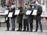Proti zabíjení kaprů demonstrovalo na náměstí šest aktivistů