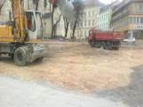 Archeologický průzkum v centru Příbrami: Nehlášené výkopové práce poškodily kosterní pozůstatky a středověkou studnu
