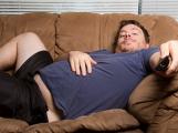 Chtěl jsem si vzít studené pivo a sednout si na gauč k televizi. Všimnul jsem si ale, že tam není lednice ani televize