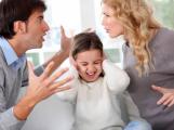 Otec neplatí výživné na svou dceru, dluží 40 tisíc. Jak se bránit?