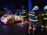 Dopravní nehoda uzavřela silnici na výjezdu z Příbrami, hasiči vyprošťovali zraněnou řidičku