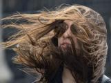 Meteorologové varují: Žene se silný vítr, hrozí poškození stromů