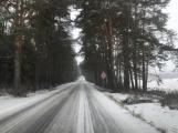 Řidiče na silnicích překvapila ledovka i sníh