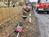 Vyjel ze silnice a zdemoloval plot u školy, na pomoc vyjely dvě hasičské jednotky