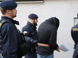 Video: Soud poslal obviněného z vraždy v Krámech do vazby