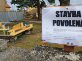 Ve Staré Huti se staví nová mateřská škola. Původní bude zbourána