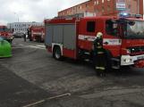 Kouř na chodbě bytového domu zalarmoval hasiče