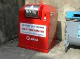 Recyklace elektroodpadu má nový mezičlánek. Vykradače kontejnerů