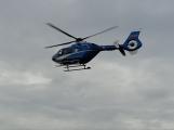 Pro popáleného muže spěchal záchranářský vrtulník. K úrazu došlo při manipulaci s pyrotechnikou