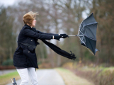 Meteorologové varují před silným větrem
