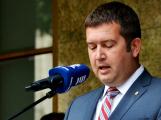 Hamáček doporučí vládě vyhlášení nouzového stavu