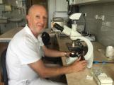 Primář mikrobioologie: Podmínky pro šíření koronaviru v Číně jsou naprosto odlišné od podmínek v Evropě
