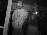 Policisté pátrají po totožnosti zlodějů, kteří vykradli hotel na Příbramsku (VIDEO)