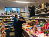 Obchody se připravují na propuknutí koronaviru, lidé skupují potraviny