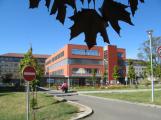 Příbramská nemocnice ruší neakutní operace a vyšetření. U vstupu se bude měřit teplota
