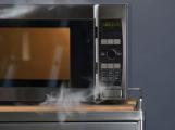 Hasiči varují: Nesterilizujte roušky v mikrovlnné troubě, může dojít k požáru