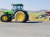 Dopravu u Skalky omezila nehoda auta s traktorem