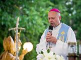 Zapalte na Bílou sobotu po setmění za okny svých domovů svíčku, vyzývají biskupové