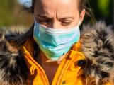 Počet lidí, kteří s nákazou covid-19 zemřeli v českých nemocnicích, se zvýšil o osm na 112