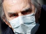 Počet potvrzených případů nákazy koronavirem stoupl za dnešek v Česku o 105 na 5674