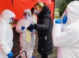 Za sobotu přibylo 170 případů nákazy koronavirem, nemocných je 5905