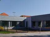 Nový školní pavilon v Dobříši je hotový, otevřou ho až s dětmi