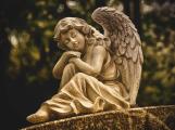 Na hřbitovy od soboty v běžné otevírací době