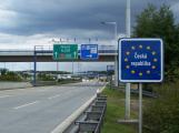 V důsledku zrušení zákazu volného pohybu osob je ode dneška opět možné cestovat do zahraničí
